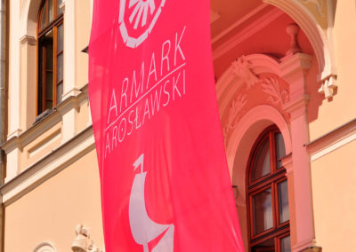 Flaga Jarmarku Jarosławskiego na rynku
