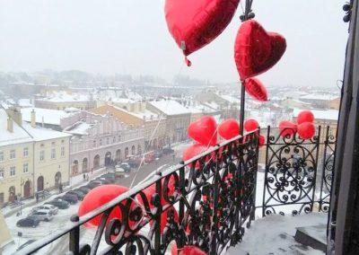 Balony na wieży w zimie