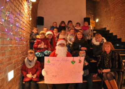 Dzieci z Mikołajem