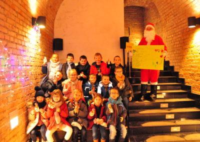 Mikołaj z dziećmi